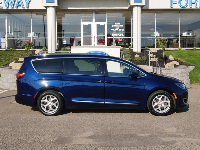Used 2018 Chrysler Pacifica Touring L Plus with VIN 2C4RC1EG6JR106227 for sale in Minneapolis, Minnesota